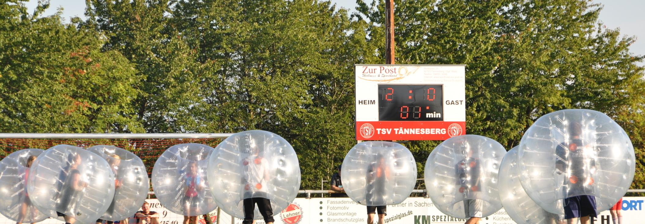 """Mit """"Bubble Soccer"""" hat der TSV Tännesberg für sein Jubiläum einen Volltreffer gelandet: Spaß und Freude am laufenden Band."""