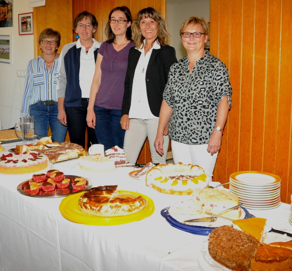 Kuchen und Kaffee bei der Gymnastikgruppe.JPG